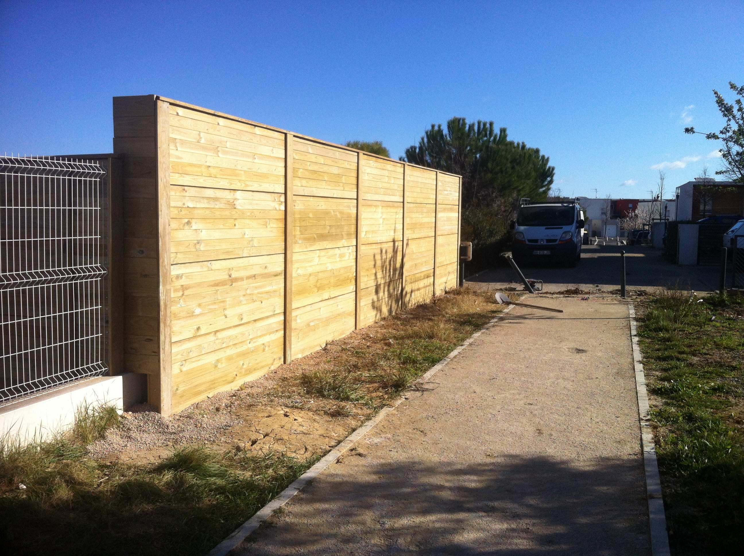 Construction d'un mur anti-bruit, école Rabelais Montpellier